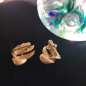 Trifari Jewelry - Trifari Gold Tone Vintage Clip Earrings